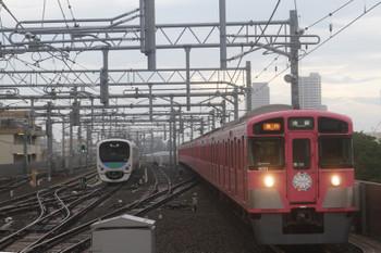 2017年7月2日、石神井公園、9101F(パスモ)の2102レと6番線で待機する38104F。