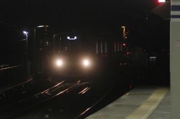2017年8月5日 21時28分頃、狭山市、下り線から上り線へ転線し到着する38116Fの下り回送列車。