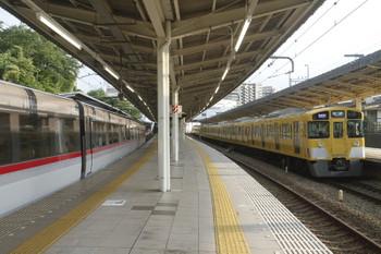 2017年7月17日、入間市、2089Fの1002レ(右)と到着する10102Fの25レ。