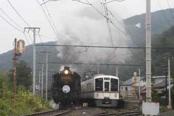 2017年7月23日 9時13分頃、和銅黒谷、通過するSL列車の回送と西武4023Fの長瀞ゆきS3レ。