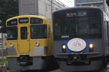 2017年7月25日、高田馬場~下落合、2061Fの5128レ(左)と20104Fの2643レ。