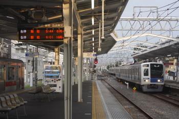 2017年7月25日 5時34分ころ、清瀬、2番ホームへ到着する6155Fの上り回送列車。