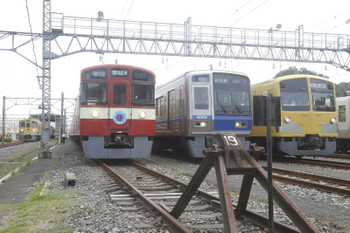 2017年8月19日、南入曽車両基地、2007F(台湾)や9103F(京急)・6102F・26F。