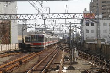 2017年5月21日 16時6分頃、武蔵小杉、東急5050系と3000系の下り列車。