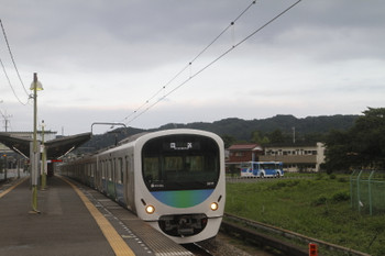 2017年8月12日 17時50分ころ、元加治、通過する38111Fの下り回送。