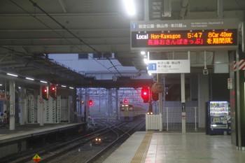 2017年8月19日 5時30分ころ、所沢、通過した2049Fの新宿線・上り回送列車。背後の電留線は空いています。