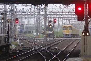 2017年9月7日 5時30分ころ、所沢、薄い靄の中、左から電留線で寝ている6157F・20158Fと2031Fの上り回送列車。