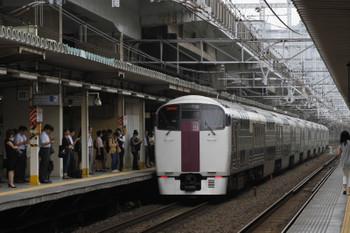 2017年9月8日 8時20分ころ、西大井、215系の「おはようライナー新宿24号」。