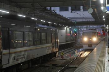 2017年9月16日、所沢、10104F(川越プラチナ)の25レと10109F(ラブライブ)の36レ。