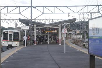 2017年9月18日 16時42分ころ、高麗、2番ホームへ到着した4001Fの下り回送列車。折り返しは臨時の飯能ゆき。