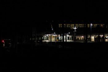 2017年9月18日 20時34分ころ、西武秩父、3番ホームの4015F・5060レと2番ホームの4003F・5056レ。