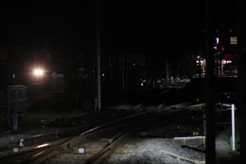 2017年9月18日 21時31分ころ、秩父鉄道 御花畑~影森、西武秩父駅の横を通過する下り貨物列車。