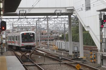 2017年9月24日 16時31分ころ、所沢、4番ホームから発車した東急5154F。運用番号は06Sを表示。