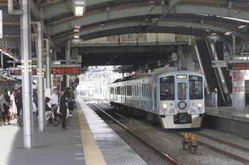 2016年10月23日 9時26分ころ、ひばりヶ丘、3番ホームを通過する4009Fの上り回送列車。