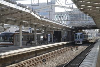 2017年3月18日 9時4分ころ、清瀬、2番ホームで後続列車を待避する4009Fの上り回送列車。