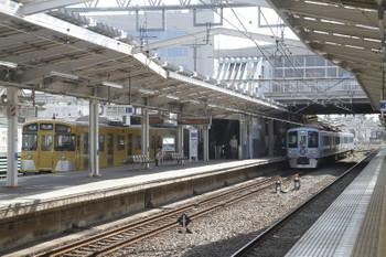 2017年3月18日 9時10分ころ、清瀬、2番ホームで後続列車を待避する4009Fの上り回送列車。