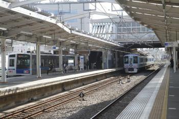 2017年3月18日 9時12分ころ、清瀬、2番ホームで後続列車を待避する4009Fの上り回送列車。