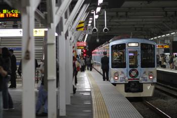 2017年10月14日 17時32分ころ、所沢、4番ホームで発車を待つ4009Fの下り回送列車。