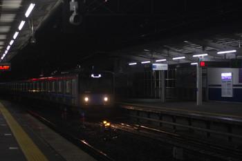 2017年10月6日 18時59分ころ、西所沢、引き上げ線から1番ホームへ進む20102Fの下り回送列車。