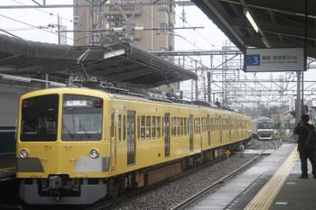 2017年10月15日 12時46分ころ、西所沢、上下の狭山線直通列車に足止めされていた池袋線の上下列車が動き出しました。発車した263Fの上り回送とメトロ10032Fの6515レ。