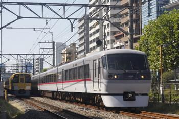 2017年10月10日、高田馬場~下落合、10106Fの120レと(<-西武新宿)2083F+2413Fの2641レ。