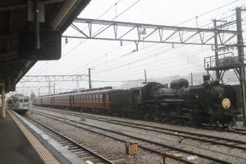 2017年10月21日、秩父、5000系3連の1522レと休憩中のSl列車送り込みの回送列車。