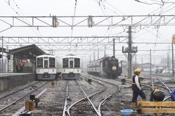 2017年10月21日 10時0分ころ、秩父、左から4021FのS4列車、留置中の4019F、そしてSl列車の送り込み回送。
