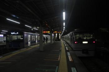 2017年10月28日 5時27分頃、小手指、5204レの20152Fと飯能方から回送されてきた10107Fの上り回送列車。