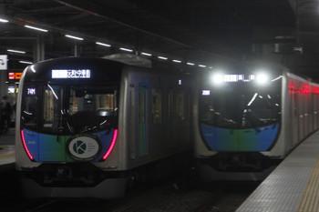 2017年11月12日、所沢、40101Fの404レ(左)と40102Fの403レ。
