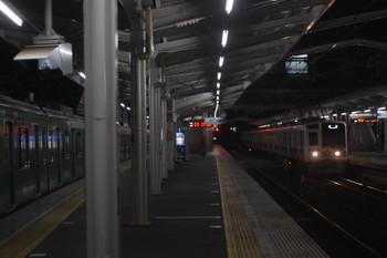 2017年11月15日 5時36分ころ、清瀬、到着する6156Fの上り回送列車。