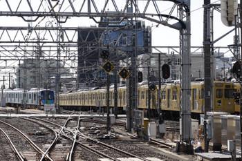 2017年12月13日、所沢、4303レから電留線に入った40103Fと2007Fの5822レ。