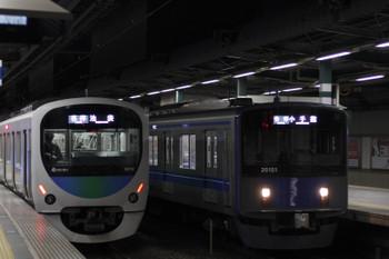 2017年12月20日、練馬、38112Fの5204レ(左)と21015Fの5203レ。