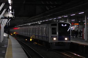 2017年12月22日 23時52分ころ、所沢、3番ホームを通過する6111Fの上り回送列車。