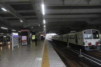 2017年10月21日 11時39分ころ、所沢、西武新宿駅からやって来た4009F(52席)と多摩川線へ向かう1253F。