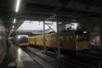 2017年10月22日、所沢、6番線で停車中の263F+1247Fと東急 4108Fの1711レ。