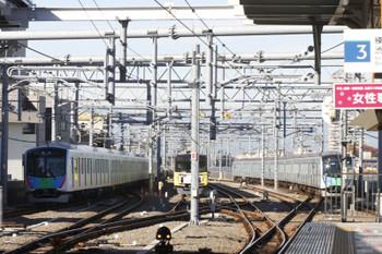 2017年11月25日 9時51分ころ、石神井公園、40104Fの下り臨時列車(左端)。