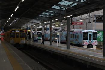 2017年12月2日 15時35分ころ、飯能、左から2019Fの5039レ・30103Fの2141レ・4009Fの上り回送列車。