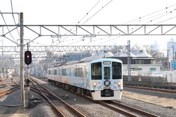 2017年12月24日 13時38分ころ、新所沢、2番ホームを通過する4009Fの下り列車。