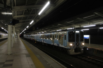 2017年3月20日 19時3分ころ、入間市、4番ホームを通過する4009Fの上り列車。