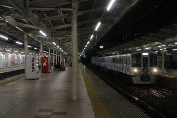 2017年3月26日 19時0分ころ、入間市、4番ホームを通過する4009Fの上り列車。