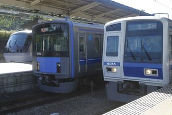 2017年11月3日 10時11分ころ、入間市。右から、14M運用に変わった6155Fの上り回送列車、20102Fの急行 飯能ゆき(おそらく2109レ)、そして急行をここで追い抜く特急9レ。