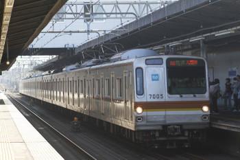 2017年11月3日 13時6分ころ、武蔵藤沢、メトロ7005Fの快速 入間市ゆき(75S運用)。