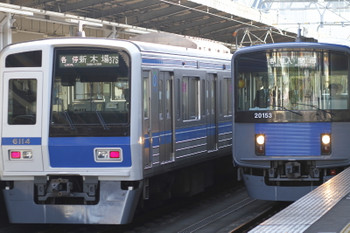 2017年11月3日 13時42分ころ、武蔵藤沢、西武6114Fの各停 新木場ゆき(37S運用)と20153Fの各停 入間市ゆき。