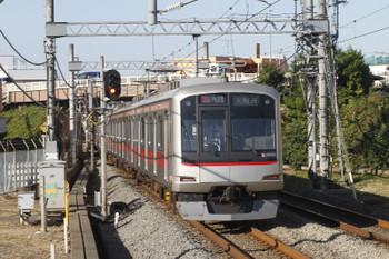 2017年11月3日 14時21分ころ、武蔵藤沢、東急4103Fの快速急行 入間市ゆき(56K運用・1711レの途中打ち切り)。