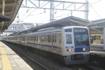 2017年11月3日 12時14分ころ、西所沢、2513Fの6137レ(右奥)と6114Fの各停 入間市ゆき(28M運用・小手指止まり6513レを入間市延長)。