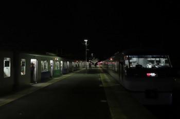 2017年12月3日 18時51分ころ、横瀬、左から38112Fの5047レと10102Fの臨時特急「むさし46号」。