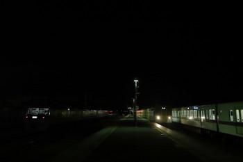 2017年12月3日 19時9分ころ、横瀬、右から419F+4017Fの上り回送列車・2091Fの下り回送列車・留置中の10111Fと20152F。