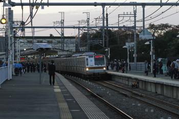 2017年11月3日 16時44分ころ、稲荷山公園、メトロ7005Fの急行 元町・中華街ゆき(75S運用)。
