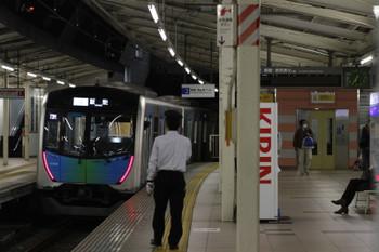 2017年11月3日 18時35分ころ、入間市、発車した40102FのS-Train 403レ(8分ほどの遅れ)。