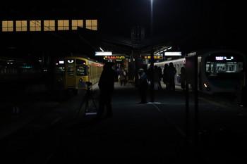 2017年12月3日 20時35分ころ、西武秩父、2本の快速急行 池袋ゆき。発車した2091Fと発車を待つ38117F。